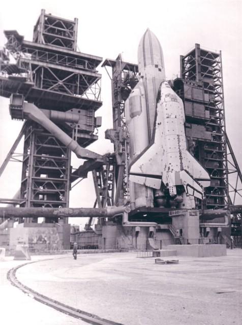 La lanzadera 2K durante pruebas de integración con el segmento de tierra (www.buran.ru).