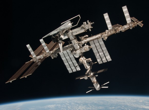 international-space-station-iss-with-shuttle-endeavour-2011-05-23