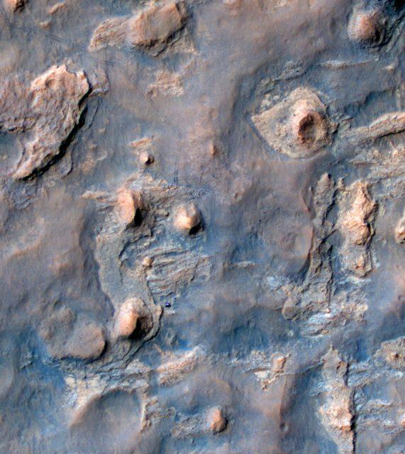 pia18081-MAIN_HiRISE_of_MSL_at_Kimberley-br2