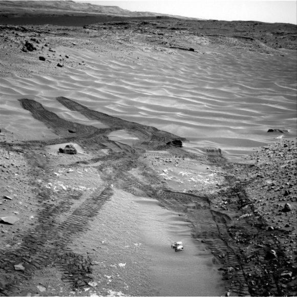 Mars-Curiosity-rover-tracks-Hidden-Valley-Sol717-Right-Navcam-PIA18599-br2
