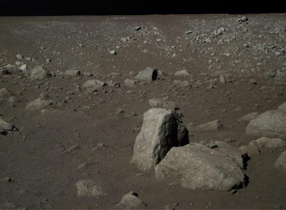 Rocas en el cráter cercano.