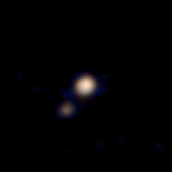 Primera imagen a color de Ralph de Plutón y Caronte publicada el 14 de abril (NASA).