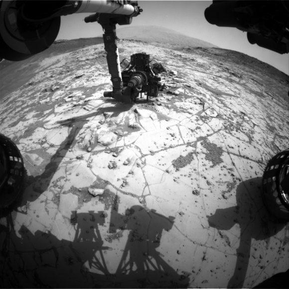 mars-rover-curiosity-arm-sol867-pia19104-full