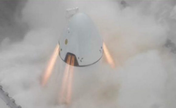 La futura Dragon 2 usará los 8 motores SuperDraco también para descender sin usar paracaídas (SpaceX).