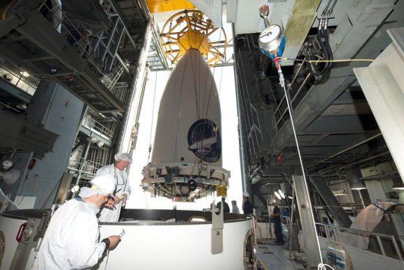 Integración de la carga útil con el lanzador (ULA).
