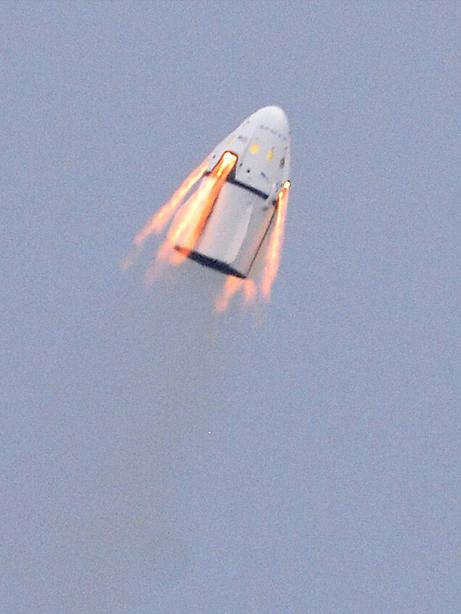 Prueba de los 8 motores SuperDraco de la Dragon 2 (Florida Today).