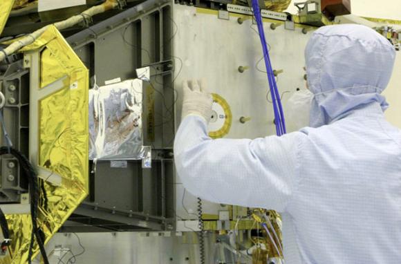 Los CDs de recuerdo que lleva la New Horizons (NASA).