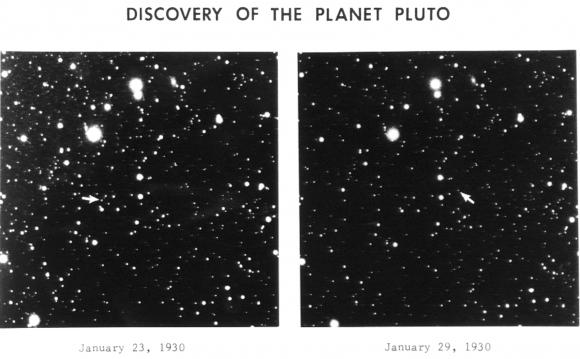 Las placas fotográficas en las que Tombaugh identificó a Plutón (Wikipedia).