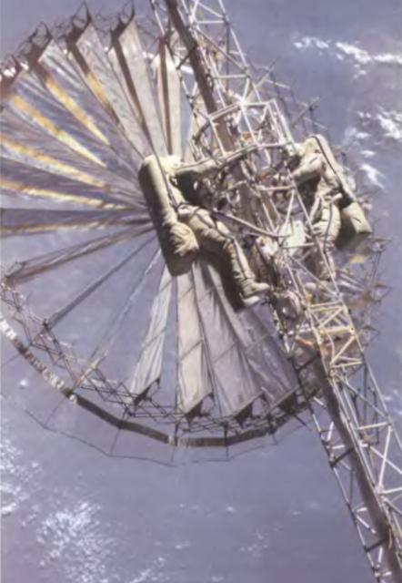 Antena Reflektor desplegada en la viga Sofora de la estación Mir.