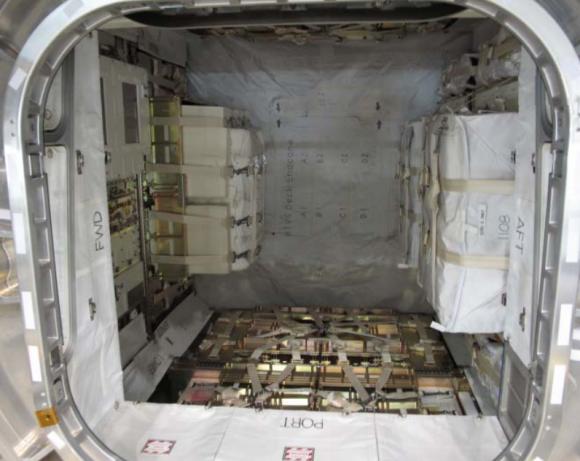Interior del PLC del HTV5 (JAXA).