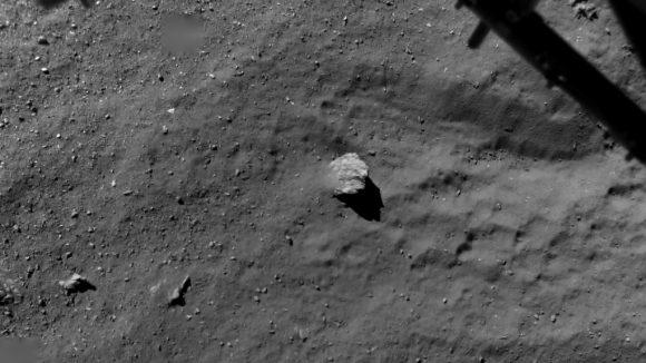 La zona de Agilkia vista por ROLIS a 67,4 metros de la superficie (ESA/Philae).