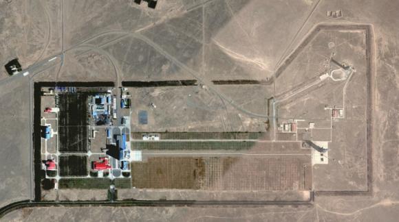 El centro espacial de Jiuquan en Google Earth. A la derecha se aprecian las dos rampas (Google).