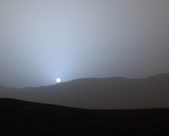 Un atardecer marciano en el cráter Gusev visto por Curiosity (NASA/JPL).