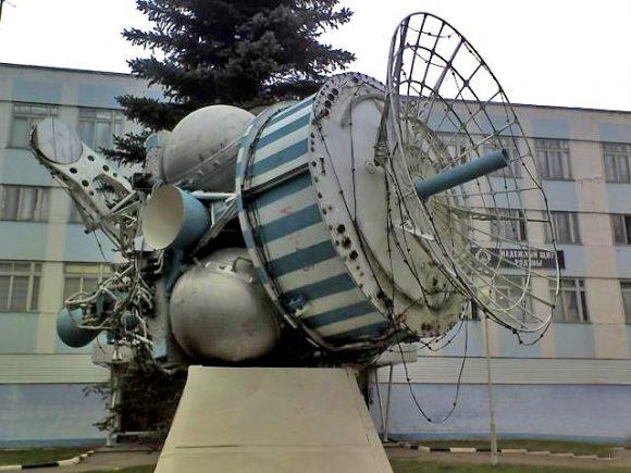 Un satélite interceptor IS fuera de la sede de TsNII Kometa (Novosti Kosmonavtiki).