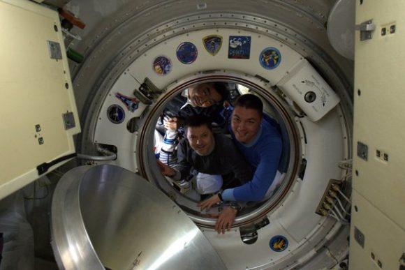 La tripulación de la Soyuz TMA-17M se despide de la ISS (NASA).