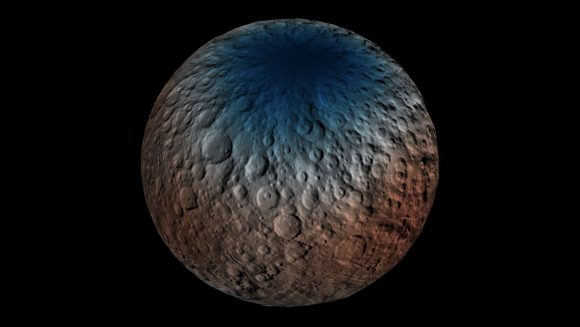 Distribución de hidrógeno en la superficie de Ceres según el instrumento GRaND. Los polos tienen más hidrógeno y, por tanto, más agua, aunque también existen otros minerales que podrían contribuir a (NASA/JPL-Caltech/UCLA/ASI/INAF).