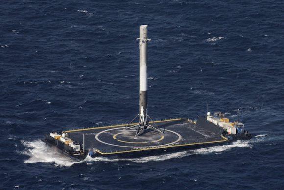 La primera etapa del Falcon 9 en la barcaza ASDS tras el aterrizaje (SpaceX).