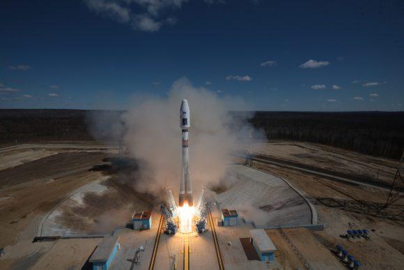 Primer lanzamiento desde Vostochni (Roscosmos).