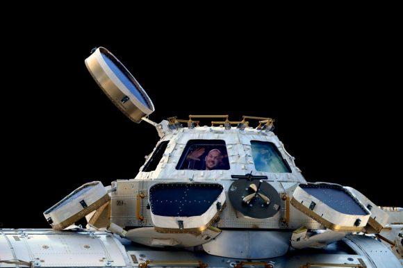 El astronauta alemán ALexander Gerst dentro de Cupola (ESA).