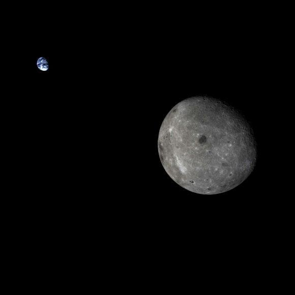 La Tierra y la Luna vistas por la Chang'e 5-T1 en 2014.