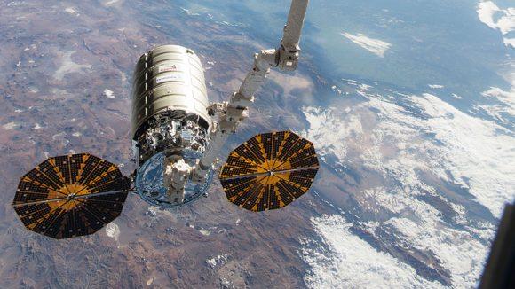 Una nave Cygnus de Orbital ATK en la ISS (NASA).