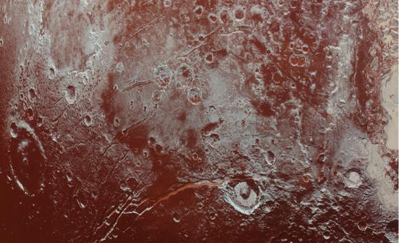 Fracturas en la región de Viking Terra de Plutón. ¿Evidencia de un océano? (NASA).