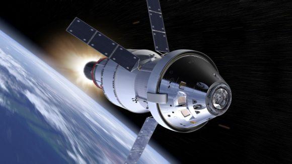 La nave Orión de la NASA con su módulo de servicio europeo saliendo de la órbita terrestre en la misión EM-1 de 2018 (NASA).