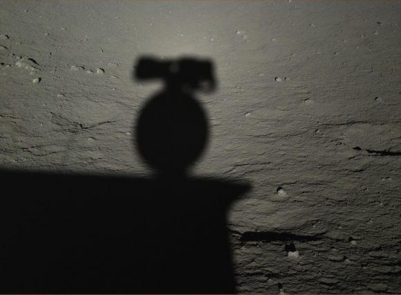 Yutu fotografía su sombra ().
