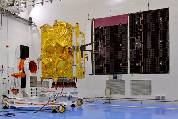 9insat-3drsatelliteincleanroomwithsolarpanelsdeployed