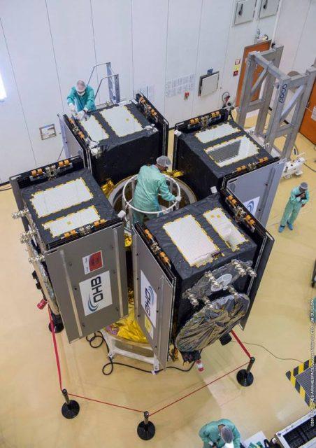 Los cuatro satélites Galileo en configuración de lanzamiento (Arianespace).