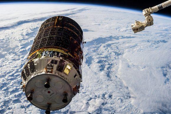 El HTV 6 es capturado por el brazo robot de la ISS (NASA).