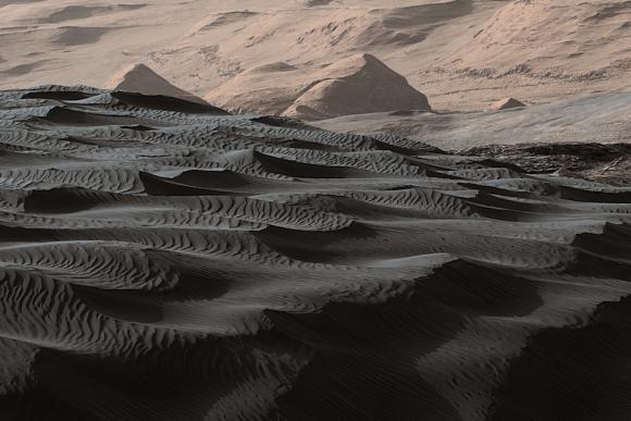 Las dunas del cráter Gale y las faldas del monte Sharp (NASA/JPL).