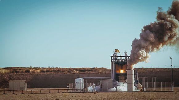 Motor cohete de combustible lÌquido desarrollado por PLD Space y prob·ndose en las instalaciones ubicadas en el Aeropuerto de Teruel.
