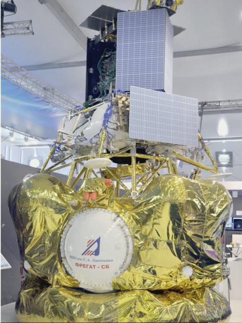 Modelo de la Luna 25 unida a la etapa Fregat (NPO Lávochkin).