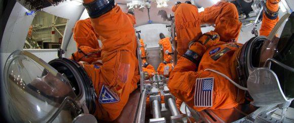Traje MACES para la Orión (NASA).