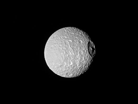Mimas visto el 20 de octubre de 2016 a 185.000 km NASA/JPL-Caltech/Space Science Institute).