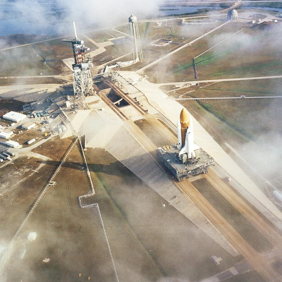 Un cohete Falcon 9 en la rampa 39A   Astronáutica   Eureka