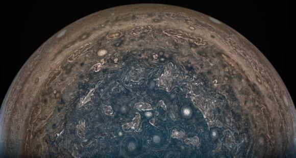 El polo sur de Júpiter visto por Juno el 2 de febrero de 2017 con JunoCam (NASA/JPL-Caltech/SwRI/MSSS/John Landino).