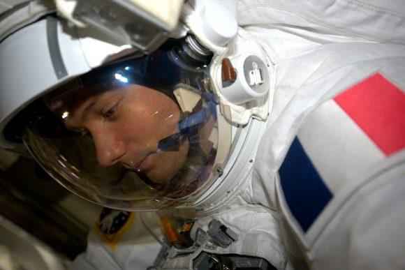 Pesquet durante la EVA (NASA).