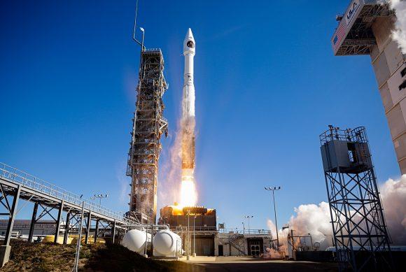 Lanzamiento de los satélites espías NROL 79 (Intruder/NOSS 3) (ULA).