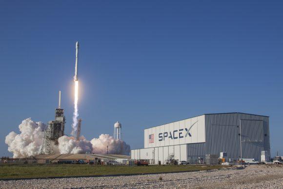 Primer lanzamiento de un Falcon 9 con una etapa reutilizada (SpaceX).