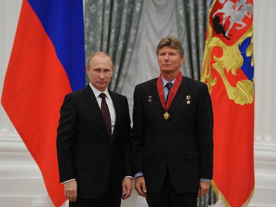 Pádalka (derecha). El de la izquierda no es cosmonauta (Wikipedia).