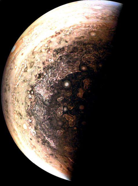 (NASA/JPL-Caltech/SwRI/MSSS/GeometricArt).