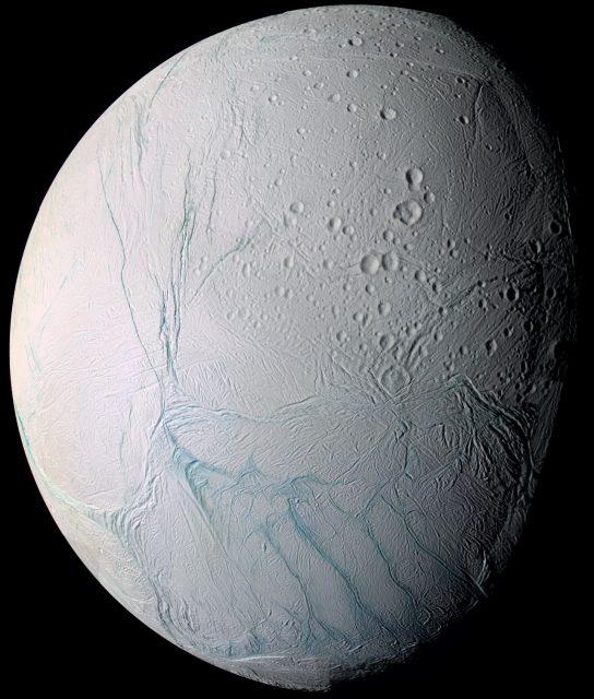 Encélado visto por Cassini (NASA/JPL-Caltech).