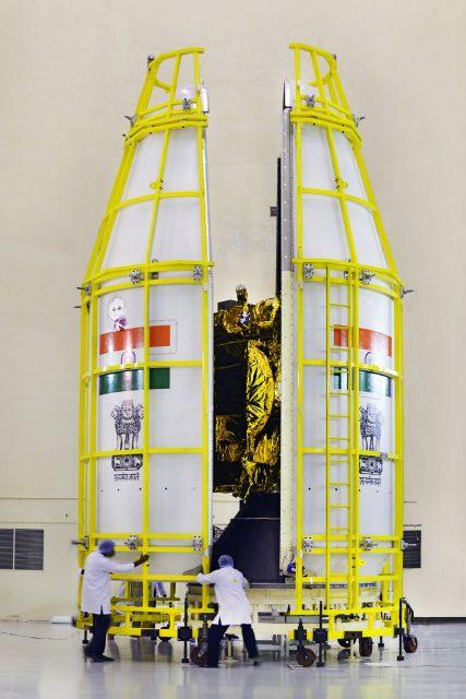 10a9gslv-f09heat-shieldisbeingclosedwithgsat-9satellitesinside