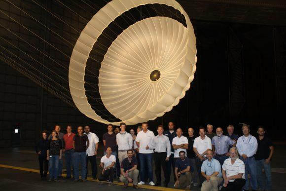 Modelo del paracaídas de Schiaparelli en 2015 durante las pruebas en el Ames Research Center de la NASA (ESA).