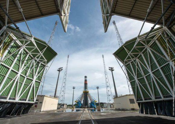 VS17_Soyuz-rolloutrt