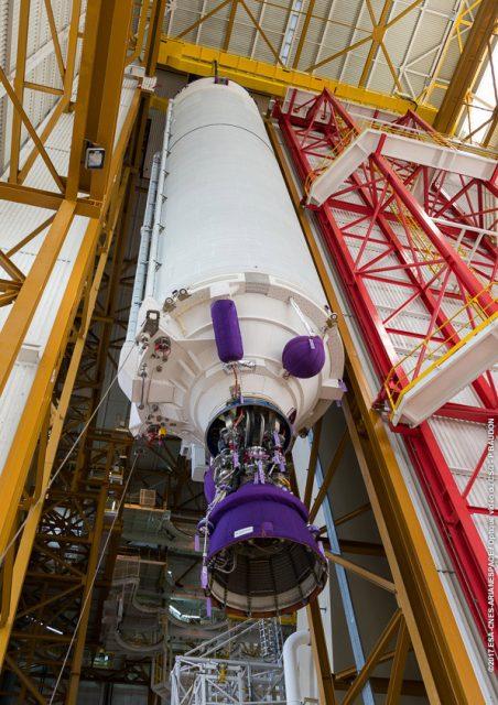 Etapa EPC de la misión VA237 en el edificio BIL (Arianespace).