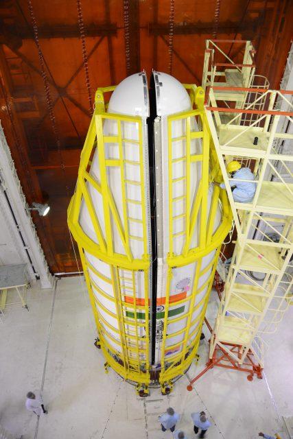 Inserción en la cofia de la C38 (ISRO).