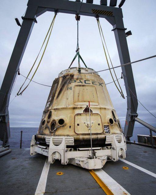 La Dragon SpX-11/CRS-11 tras el amerizaje (SpaceX).